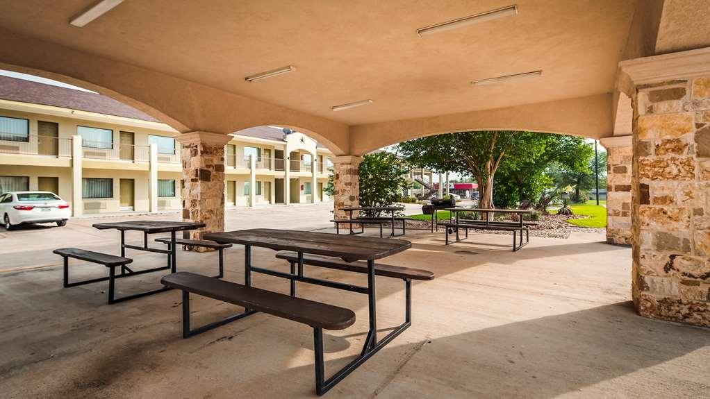 Best Western Floresville Inn - equipamiento de propiedad