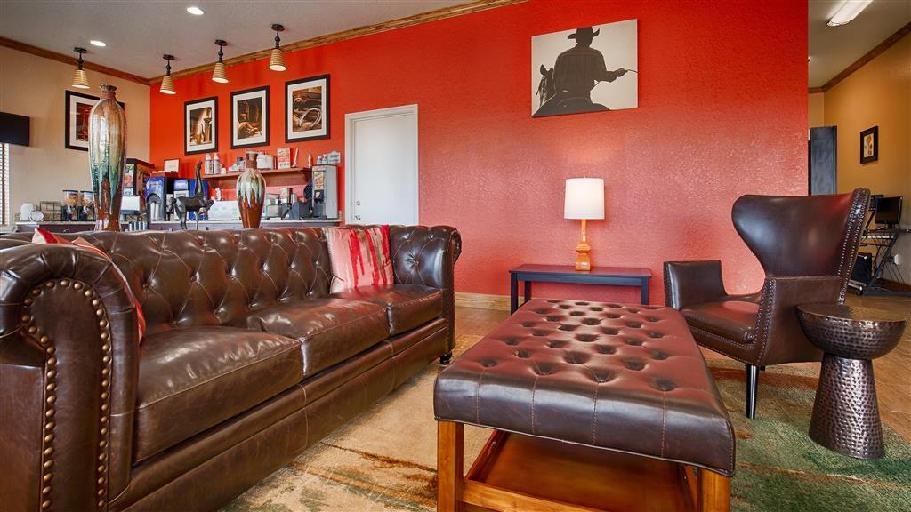 Best Western Floresville Inn - Hall