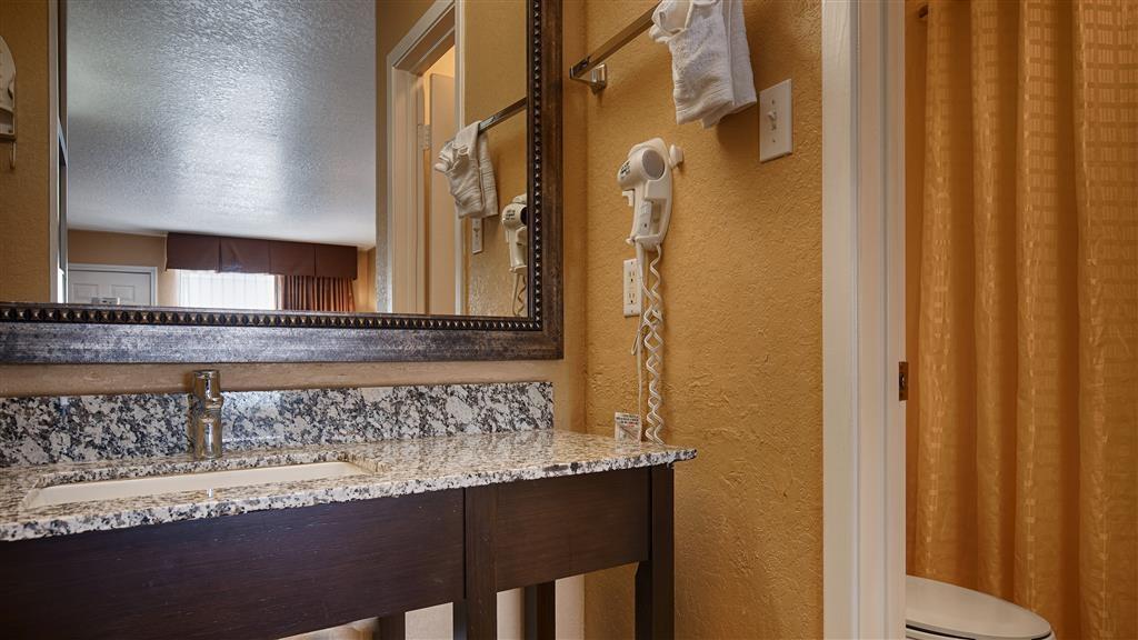 Best Western Floresville Inn - Cuarto de baño de clientes