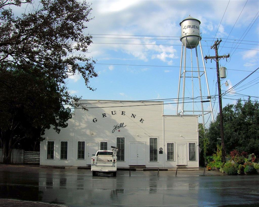 Best Western Inn & Suites - If you're looking for live music while in New Braunfels come and visit Gruene Hall!