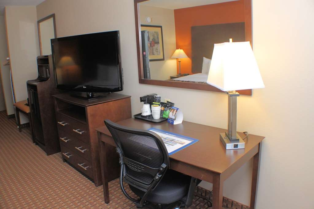 Best Western Inn & Suites - Accessible King Guest Room