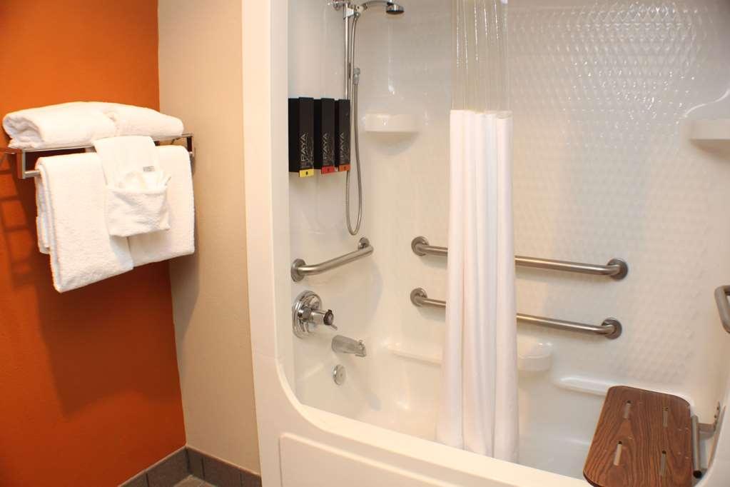 Best Western Inn & Suites - Accessible King Guest Bathroom