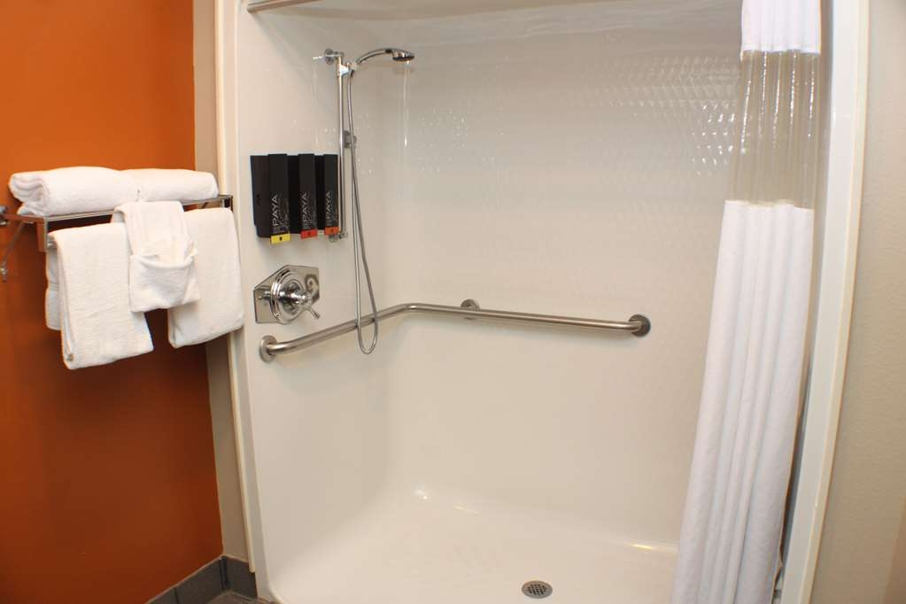 Best Western Inn & Suites - Accessible Two Queen Guest Bathroom