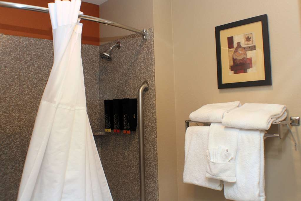 Best Western Inn & Suites - King Suite Bathroom