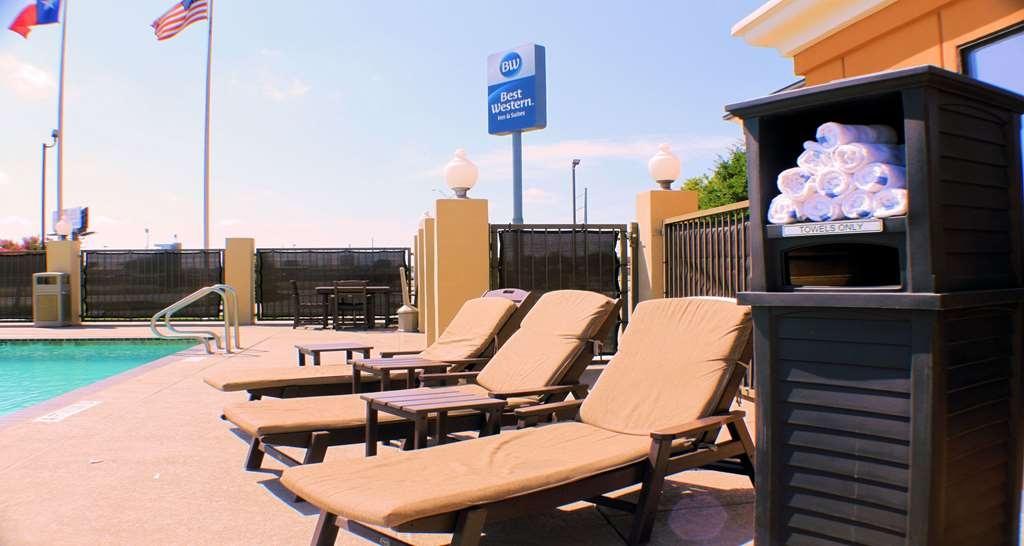 Best Western Inn & Suites - Vista de la piscina