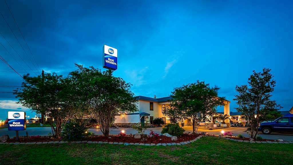 Best Western George West Executive Inn - Vista exterior