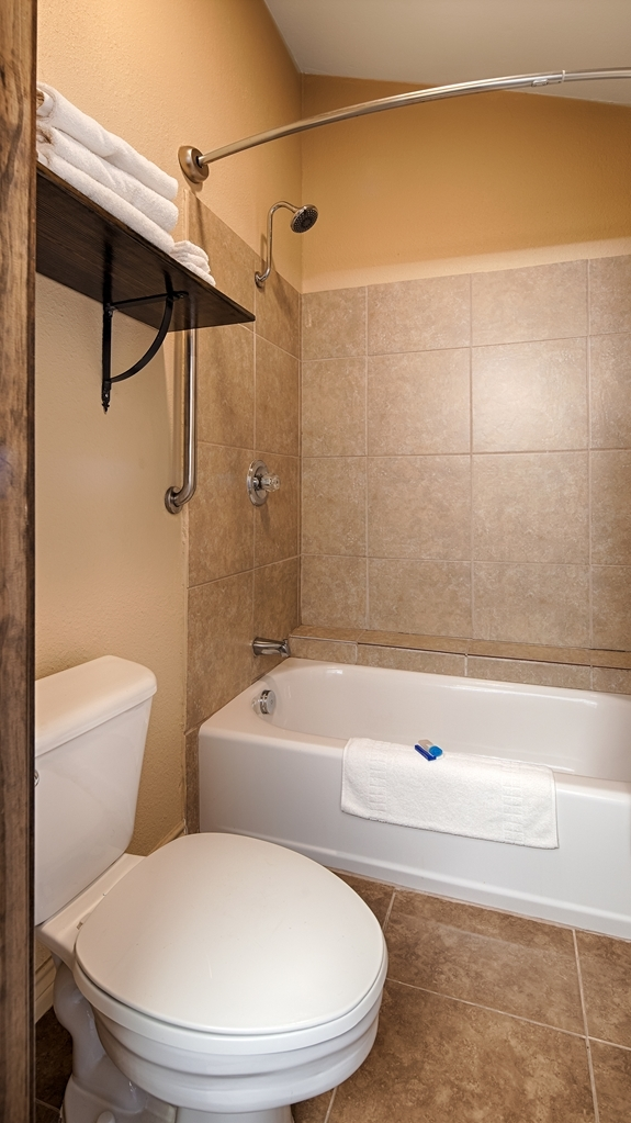 Best Western George West Executive Inn - Baño