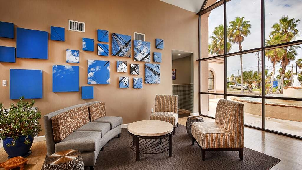 Best Western Port Aransas - Enjoy the relaxing hotel lobby atmosphere offering a place to socialize with other guests or members of your party.