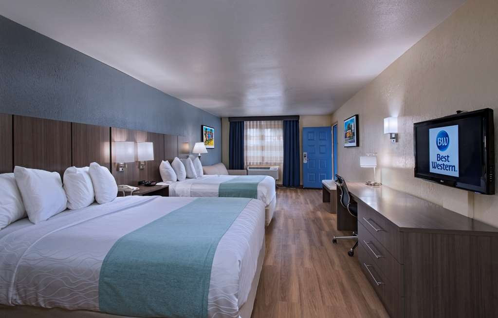 Best Western Port Aransas - Spread out in our over-sized two queen guest room with sofa bed, microwave, and refrigerator.