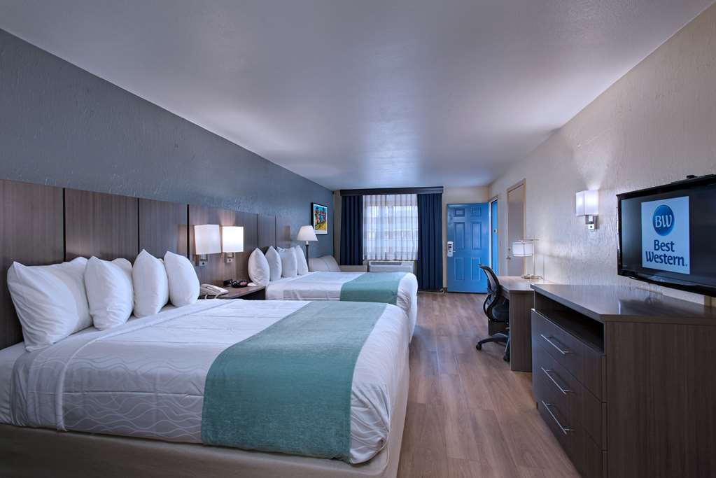 Best Western Port Aransas - This mobility accessible two queen guest room with sleeper sofa has a roll-in shower.