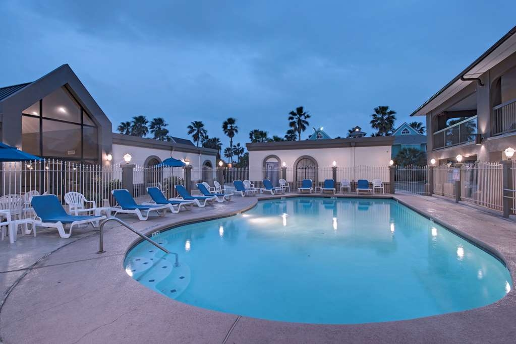 Best Western Port Aransas - Relax and play in and around the pool.