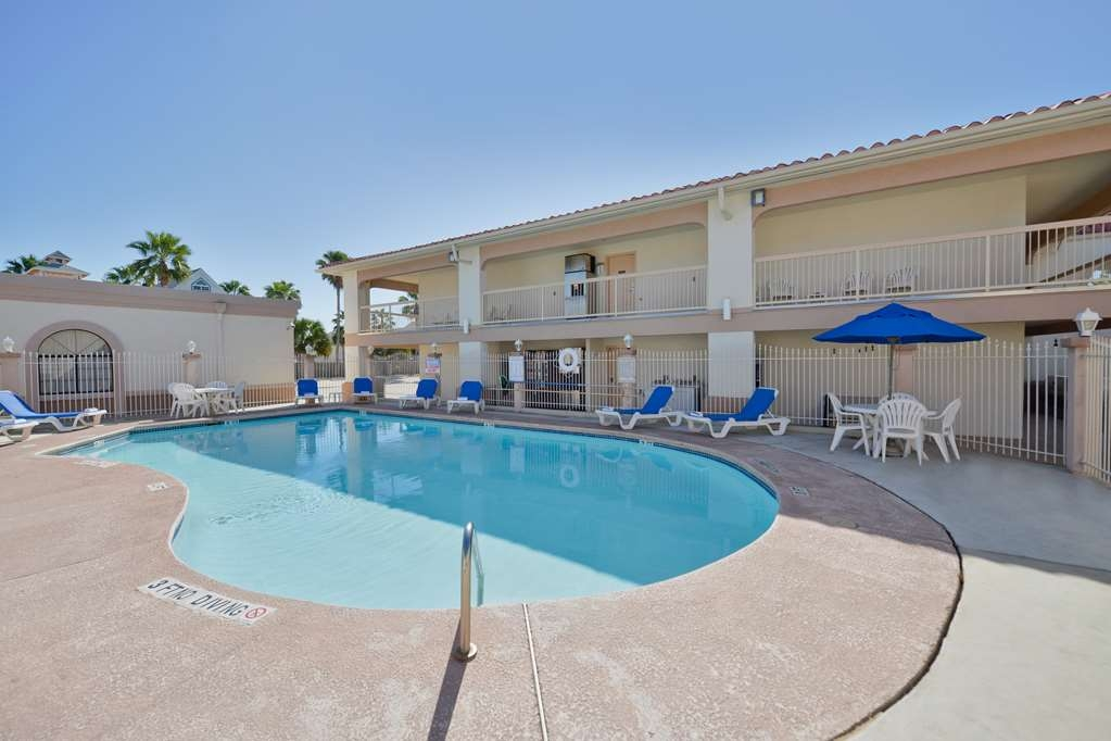 Best Western Port Aransas - Have some fun in the sun with your family at our outdoor pool, heated to 90 degrees October through April.