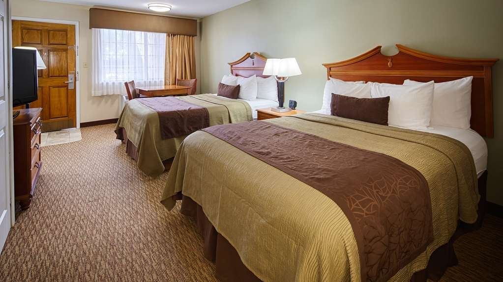 Best Western Inn of Brenham - Come stay in our stunning double queen guest room. Pillowtop beds beckon you to a great night's sleep!