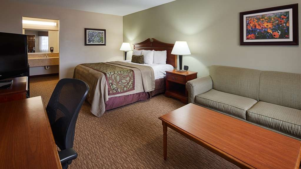 Best Western Inn of Brenham - Relax in our newly refurbished deluxe king guest room, complete with a queen size sofabed and desk with energy efficient task lighting.