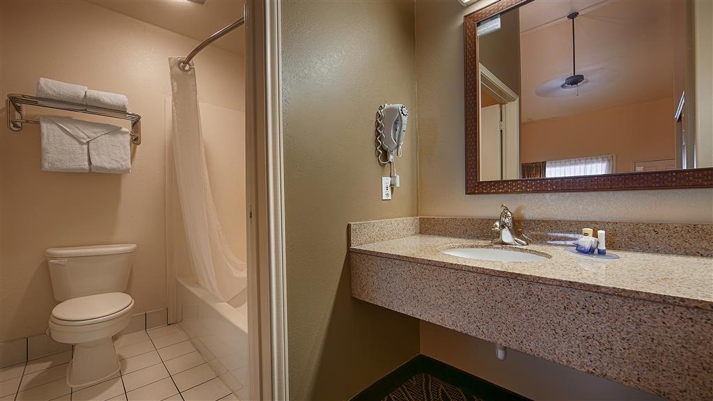 Best Western Padre Island - Bathroom