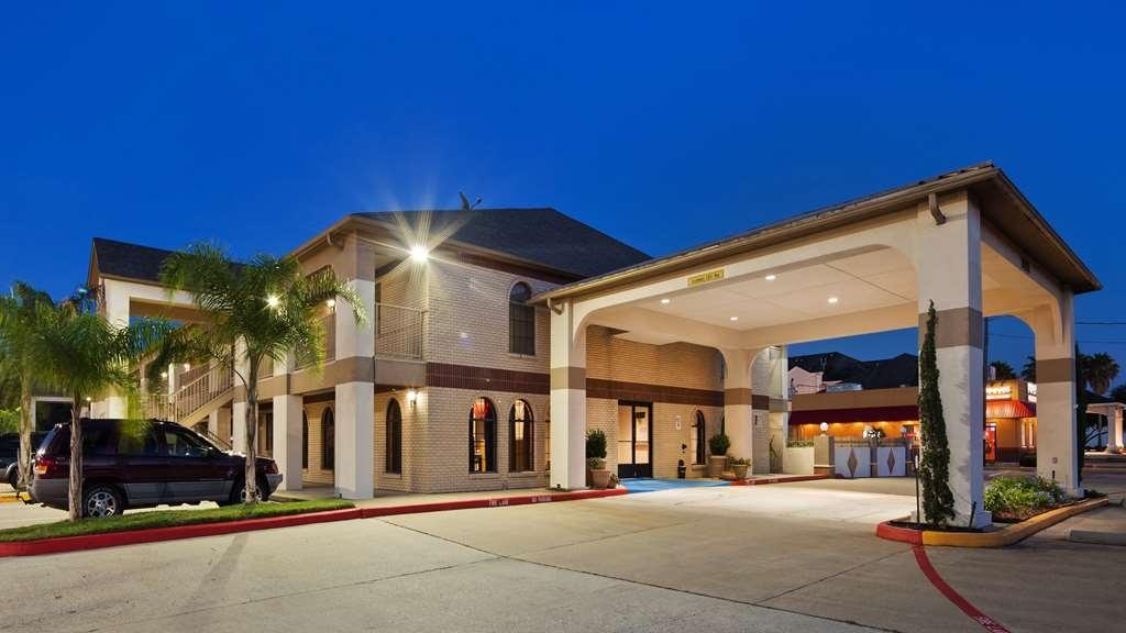 Best Western Deer Park Inn & Suites - Facciata dell'albergo