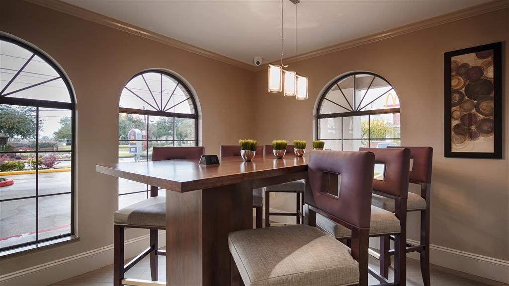 Best Western Deer Park Inn & Suites - Vista della hall