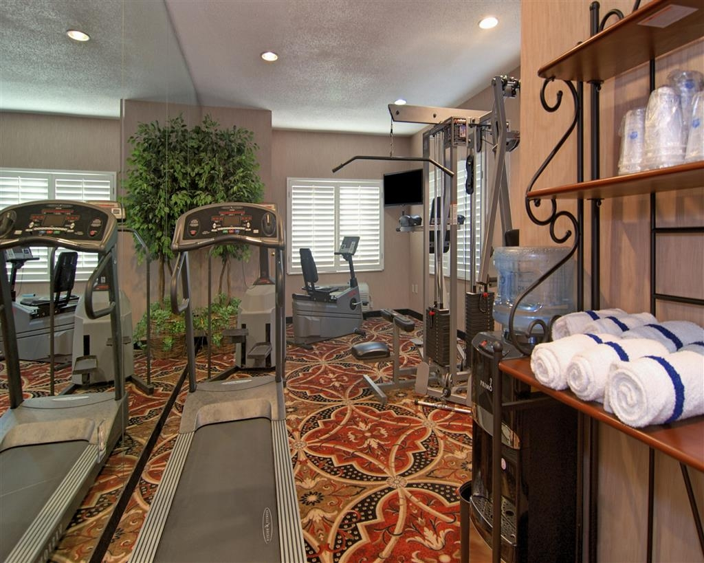 Best Western Plus Southpark Inn & Suites - Catch an episode of your favorite show while working off those pesky calories.