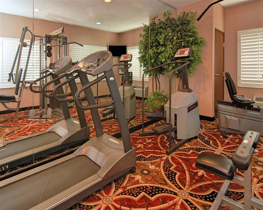Best Western Plus Southpark Inn & Suites - Our fitness center allows you to keep up with your home routine even when youre not at home.