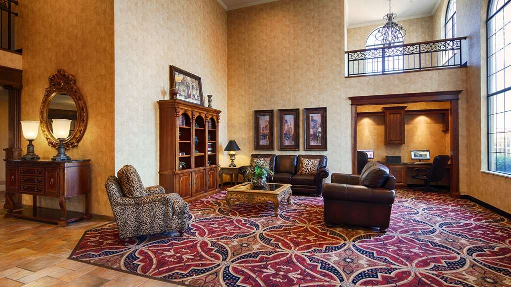 Best Western Plus Southpark Inn & Suites - Lobby and Sitting Area