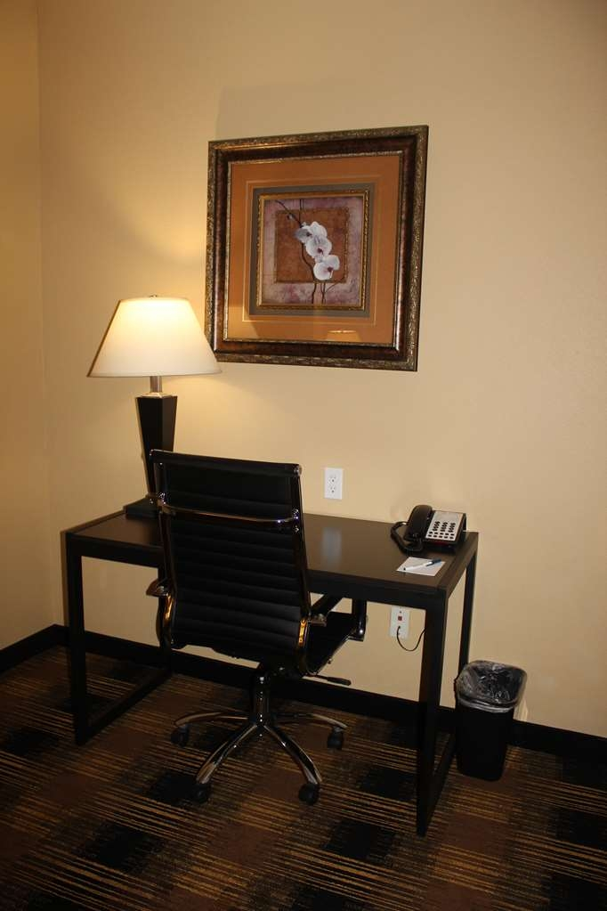 Best Western Heritage Inn - Be productive in the comfort of your own room with a large work desk and free WiFi access.