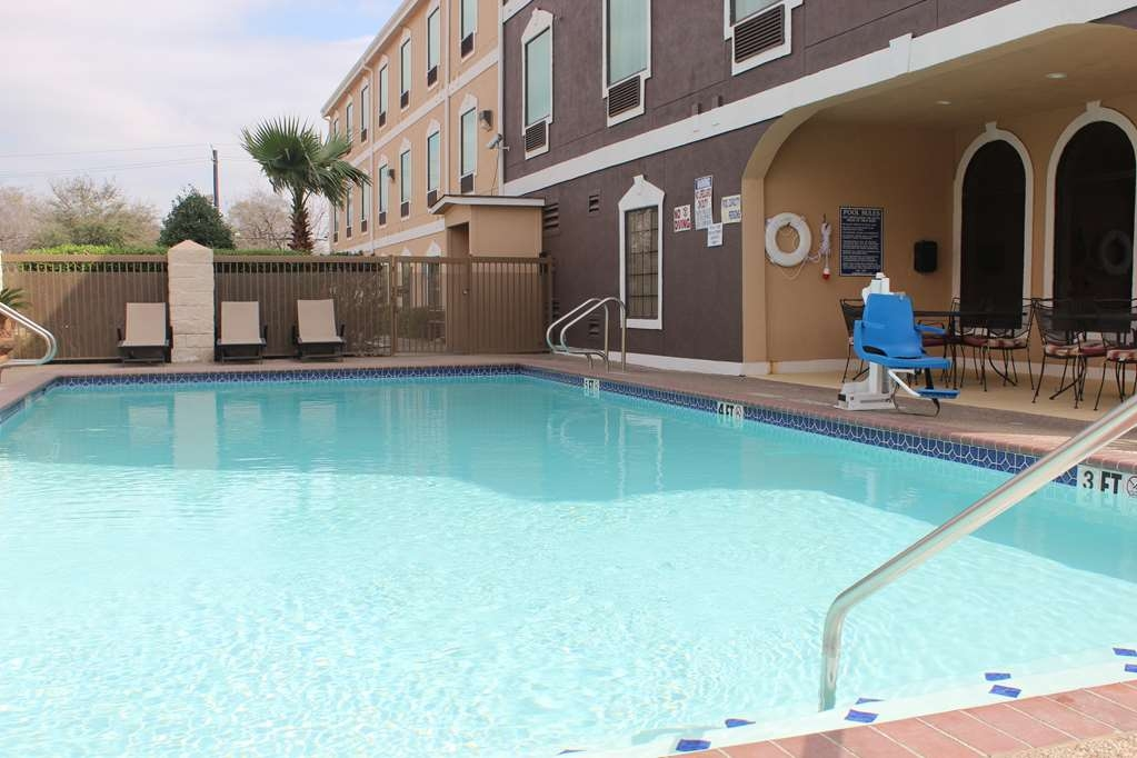 Best Western Heritage Inn - Soak up the sun and take in the views while relaxing in our outdoor pool.