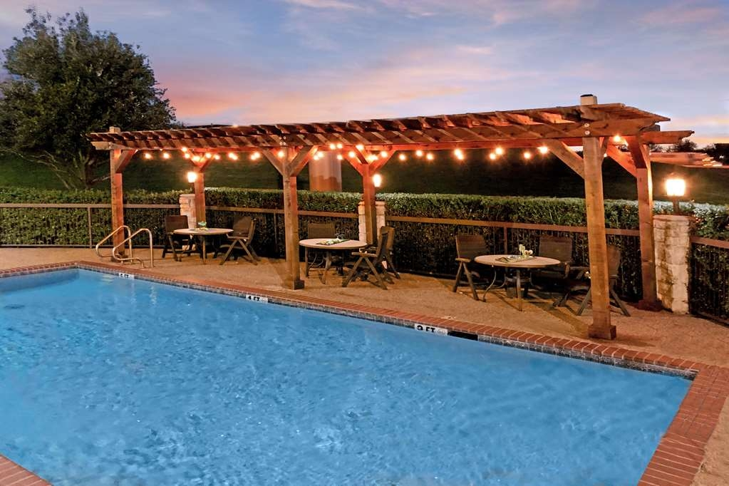 Best Western Plus Lewisville Coppell - Outdoor Pool with Pergola