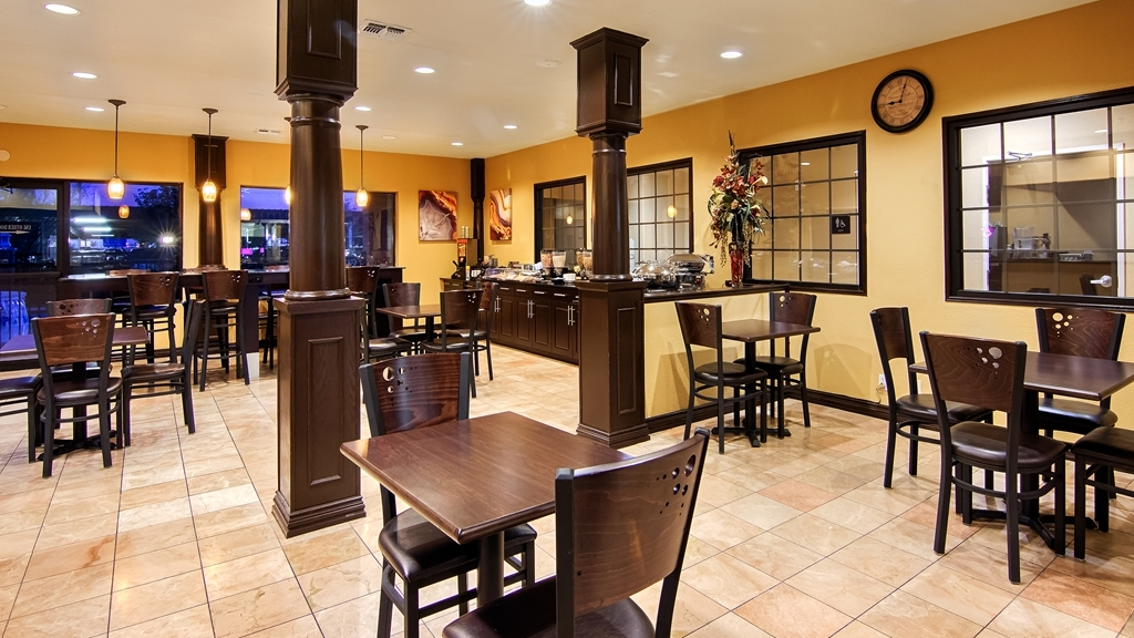 Best Western Plus DFW Airport Suites - Complimentary deluxe continental breakfast area serving multiple hot items including waffles.