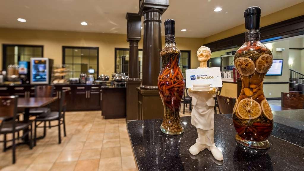 Best Western Plus DFW Airport Suites - Breakfast Area