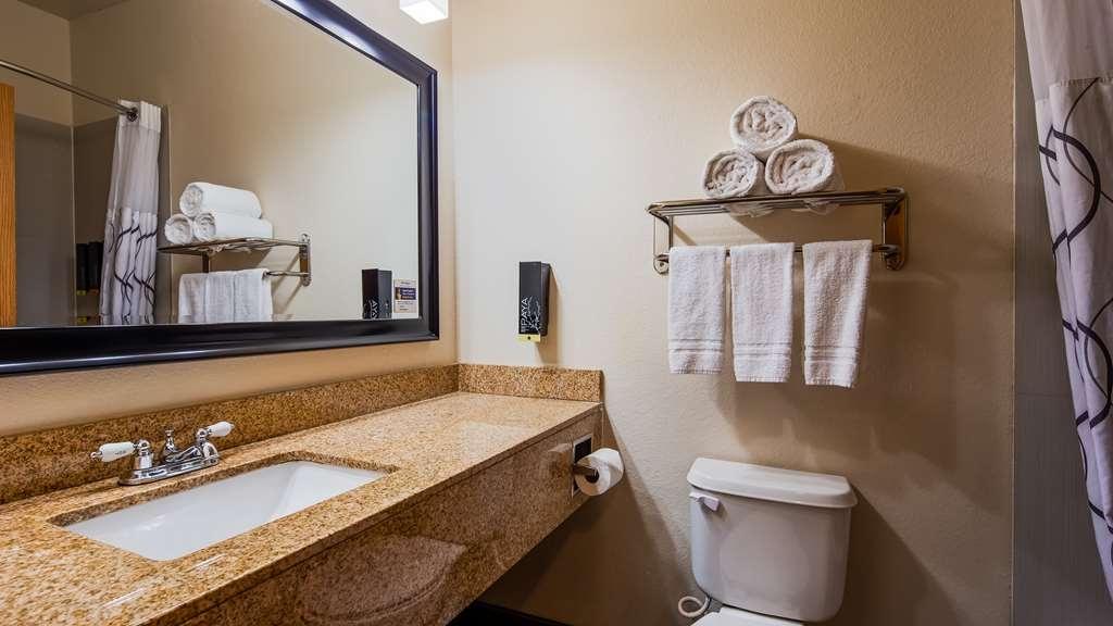 Best Western Plus DFW Airport Suites - Guest Bathroom