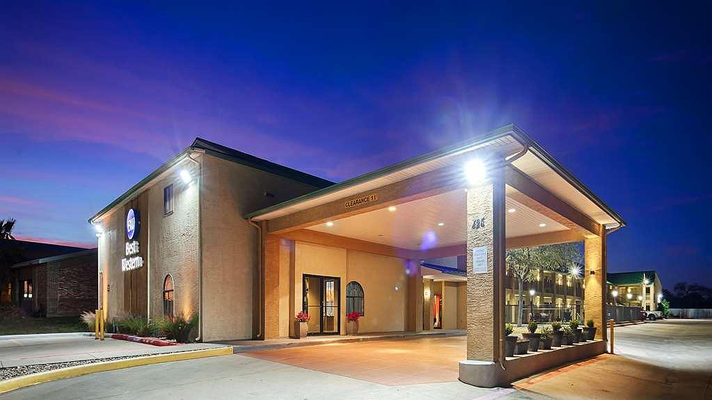 Best Western Cedar Inn - Vista exterior