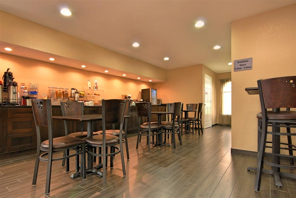 Best Western Cedar Inn - Choose from a wide selection of seating to enjoy your morning meal.