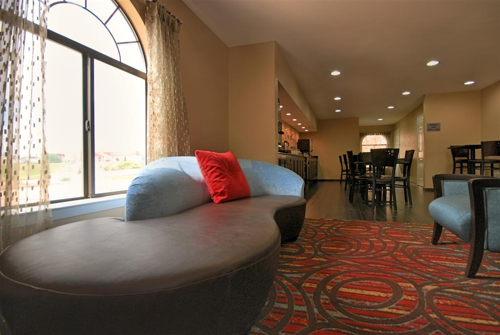 Best Western Cedar Inn - Our hotel lobby area offers a cozy place to read a book or socialize with colleagues and friends.