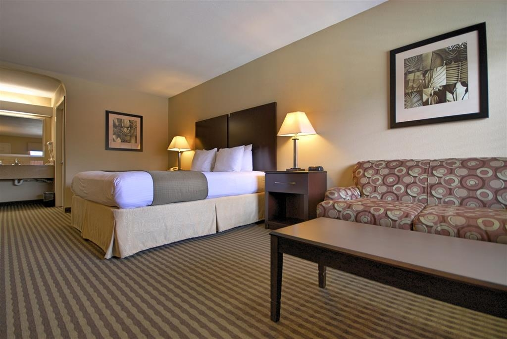 Best Western Cedar Inn - Relax after a long day of travel in our king guest room with love seat.