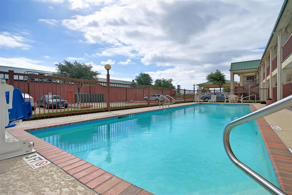 Best Western Cedar Inn - Our outdoor pool is the perfect place to rejuvenate after a day of exploring Cedar Park, TX.