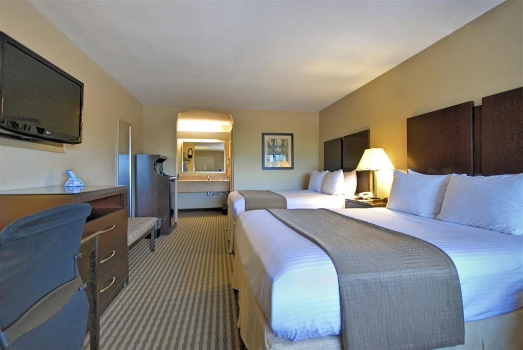 Best Western Cedar Inn - Don't miss the morning news with our 37-inch flat screen TV in every room.
