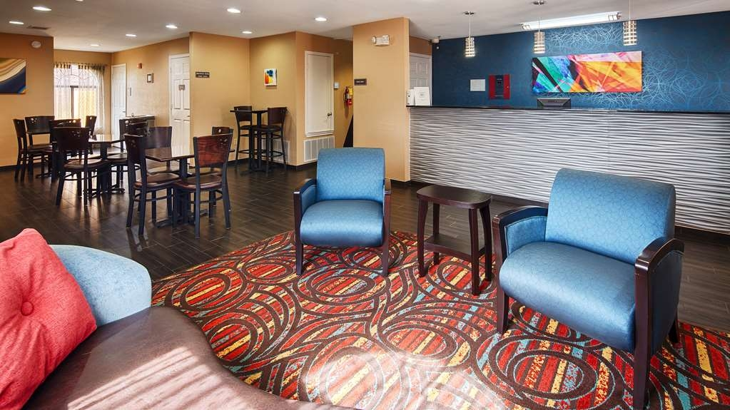 Best Western Cedar Inn - From the moment you enter our hotel, our friendly 24-hour front desk staff will make you feel welcome.