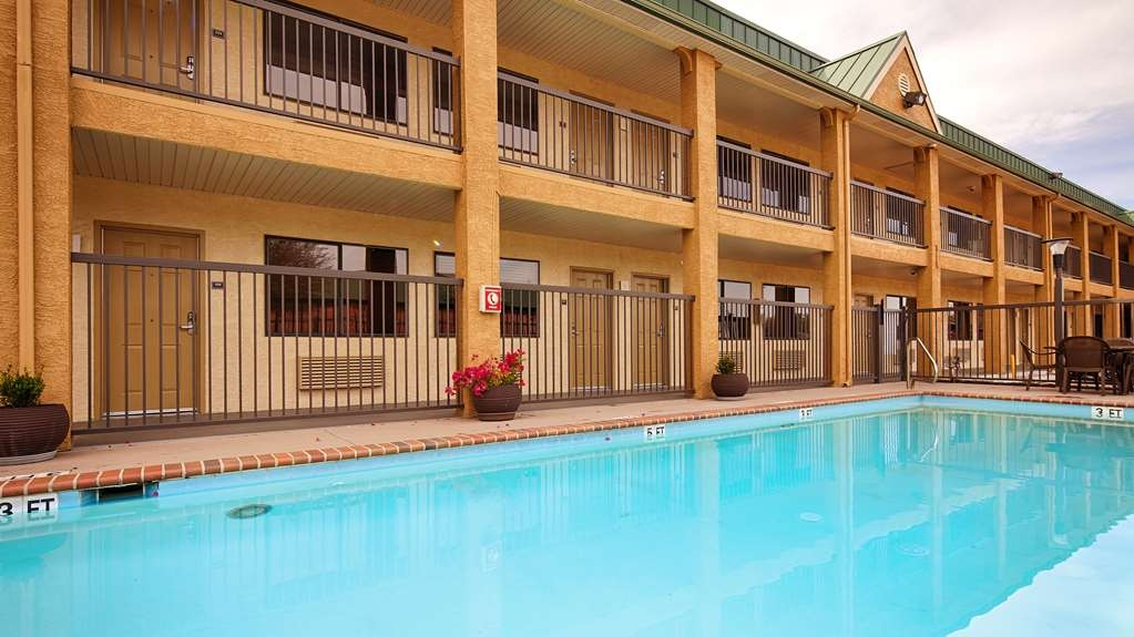 Best Western Cedar Inn - Whether you want to relax poolside or take a dip, our outdoor pool area is the perfect place to unwind.