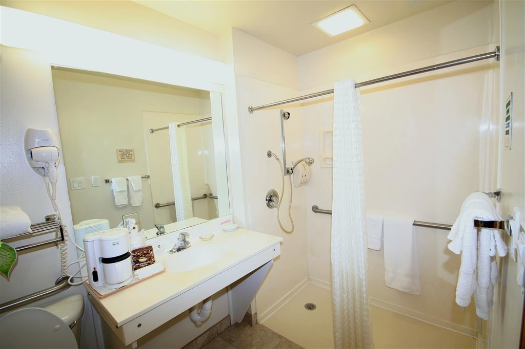 Best Western Plus Edinburg Inn & Suites - King Suite Mobility Accessible Bathroom