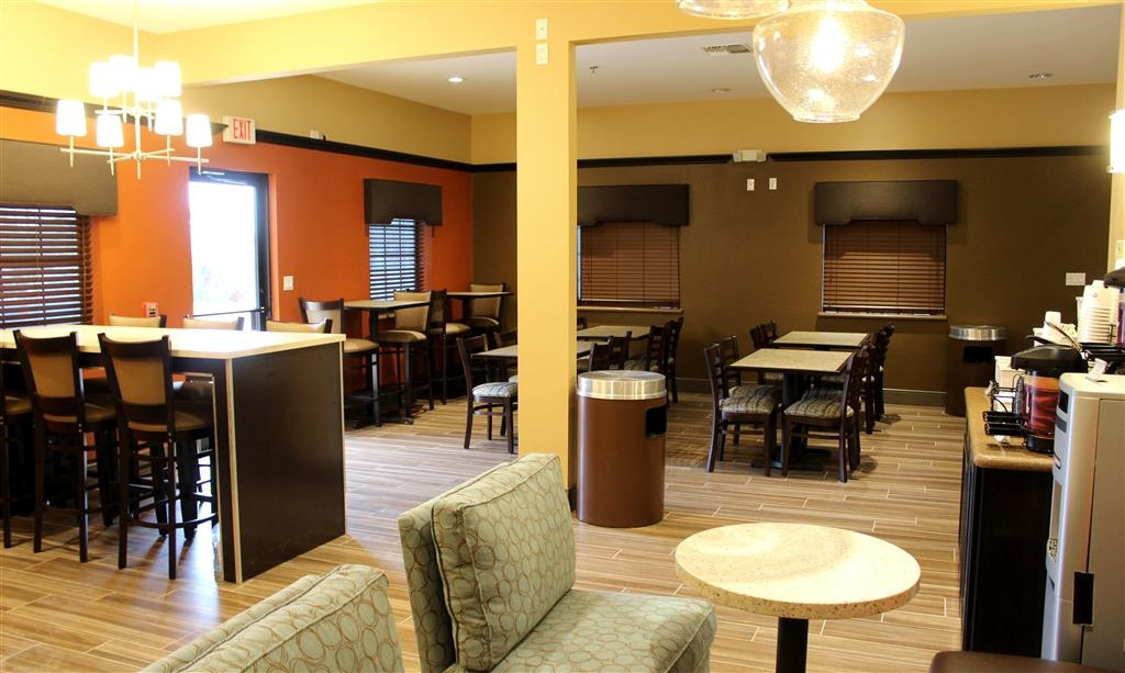 Best Western Plus Edinburg Inn & Suites - Bar/Lounge Sitting Area