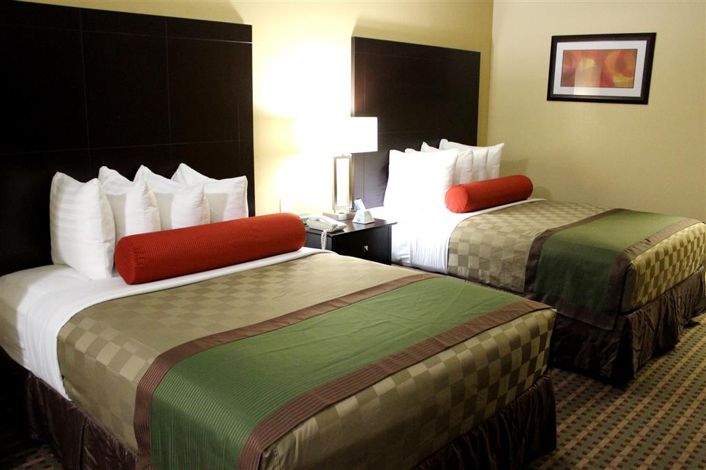 Best Western Plus Edinburg Inn & Suites - Executive two queen suite bedroom
