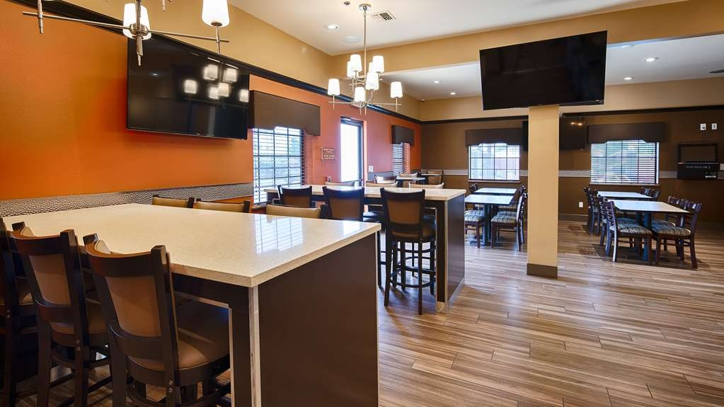 Best Western Plus Edinburg Inn & Suites - Breakfast Area Seating