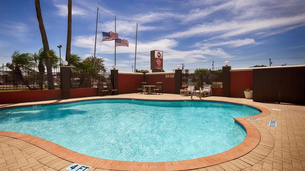 Best Western Plus Edinburg Inn & Suites - Our outdoor pool is perfect for swimming laps or taking a quick dip.