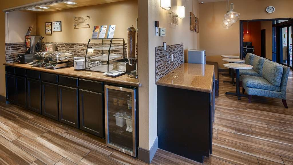 Best Western Plus Edinburg Inn & Suites - Breakfast Area