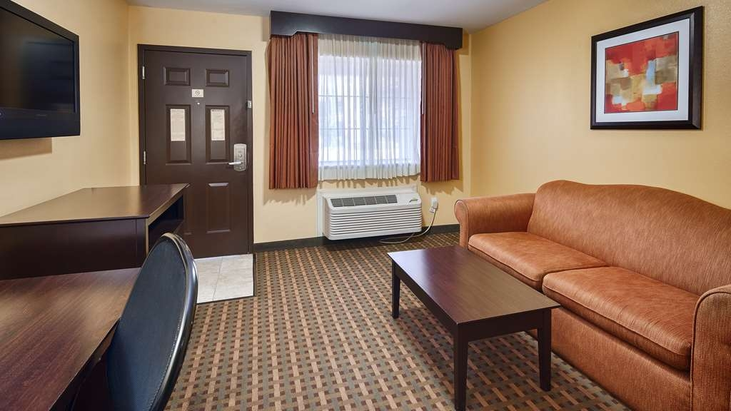 Best Western Plus Edinburg Inn & Suites - Executive Suite Living Room Area