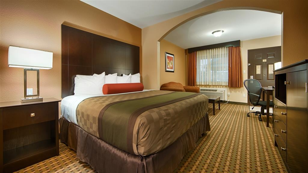 Best Western Plus Edinburg Inn & Suites - Make yourself at home in our deluxe king guest room.