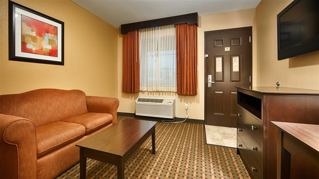 Best Western Plus Edinburg Inn & Suites - Deluxe Guest Room Living Area