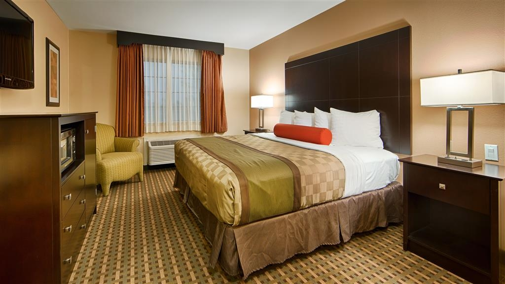 Best Western Plus Edinburg Inn & Suites - Deluxe King Bed Guest Room
