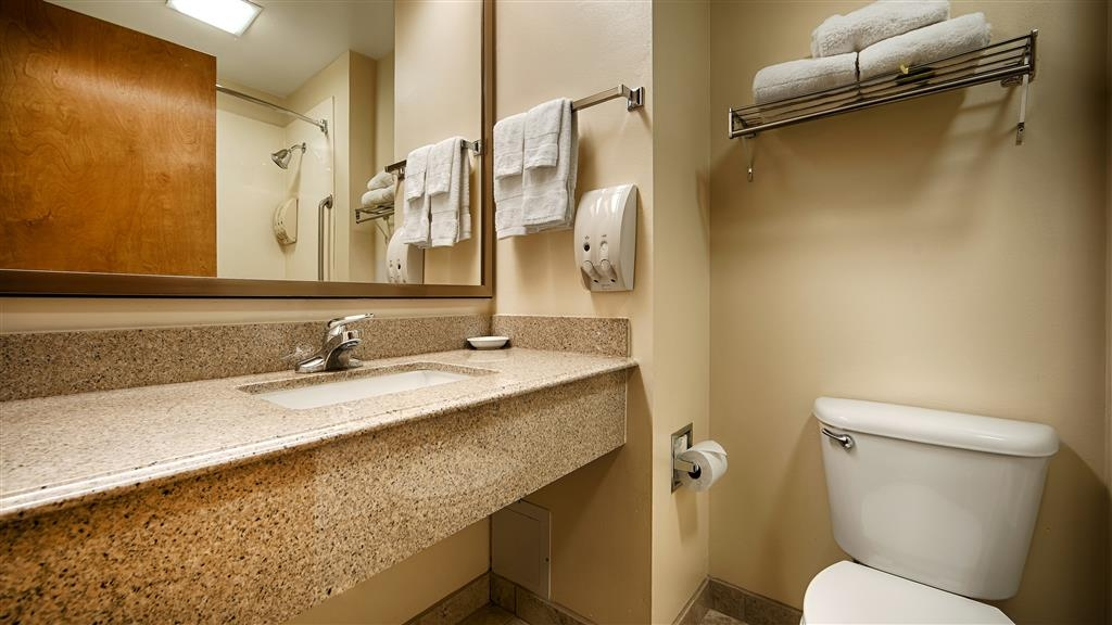 Best Western Plus Edinburg Inn & Suites - Guest Bathroom