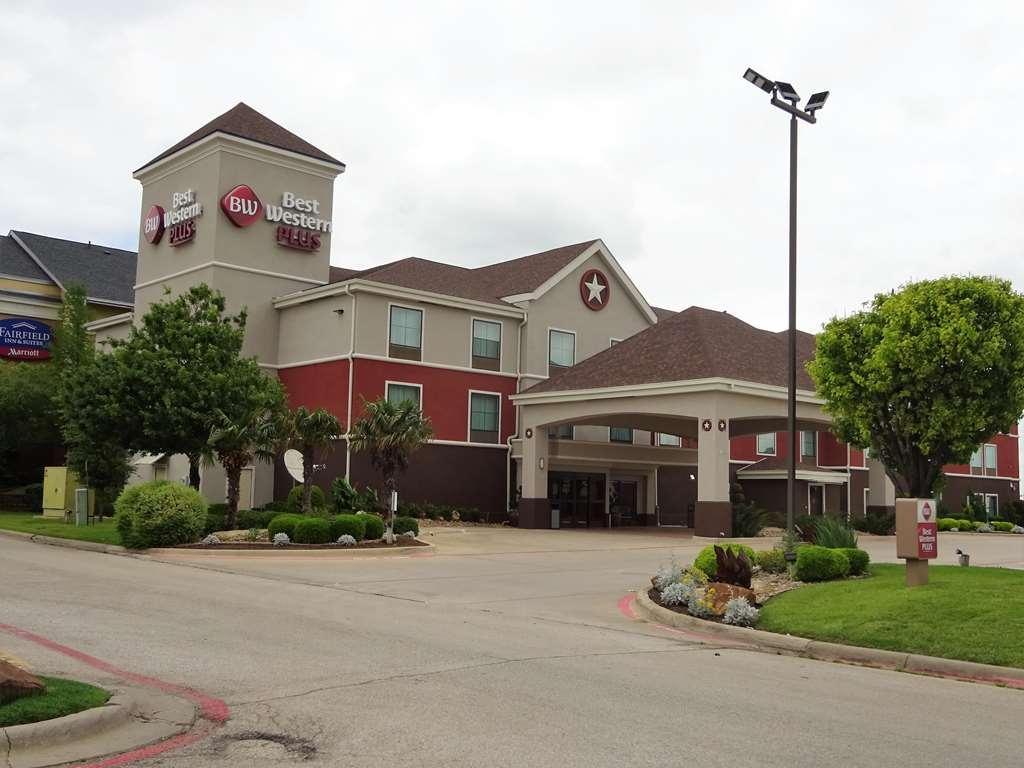 Best Western Plus Denton Inn & Suites - Facciata dell'albergo